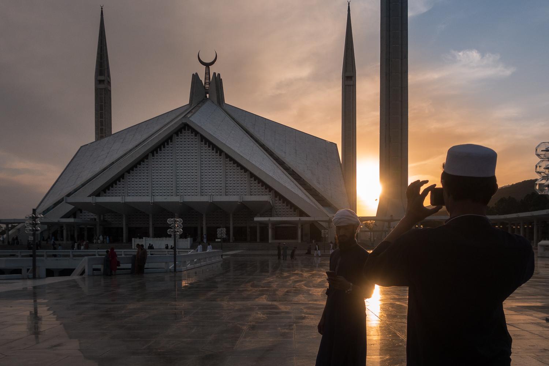 Faisla Moschee im Sonnenuntergang